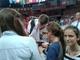 Uczennice Publicznego Gimnazjum w Zagwiździu w drodze po autografy